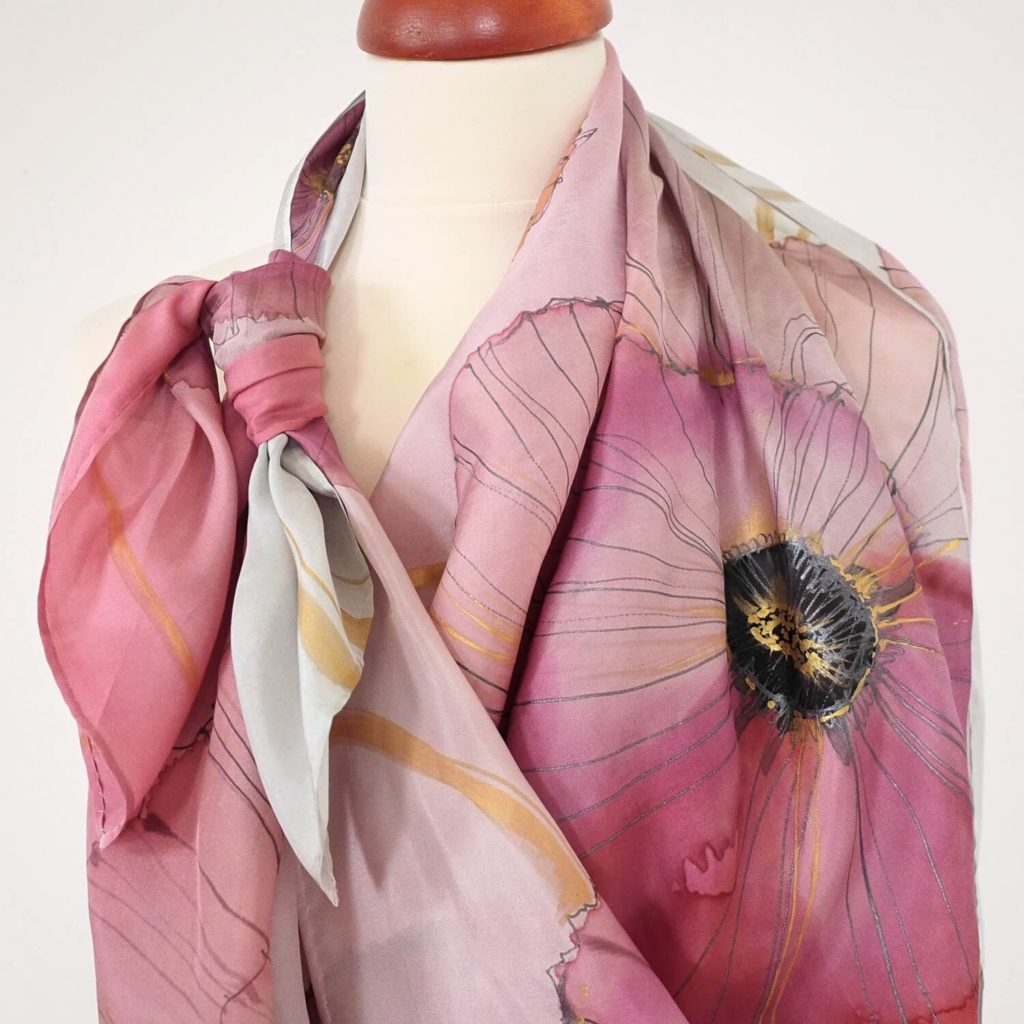 ddd45568cee Růžové máky - velký hedvábný šátek