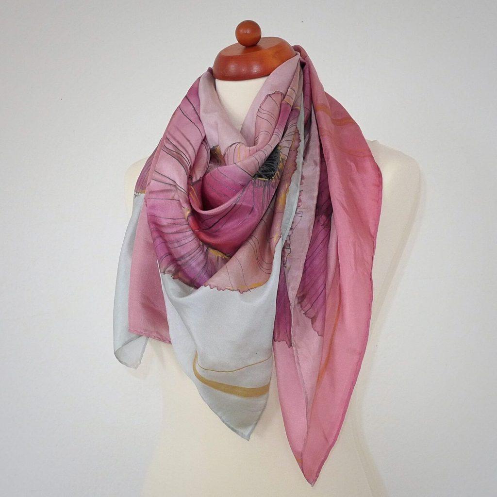 d95e32dc08d Růžové máky - velký hedvábný šátek